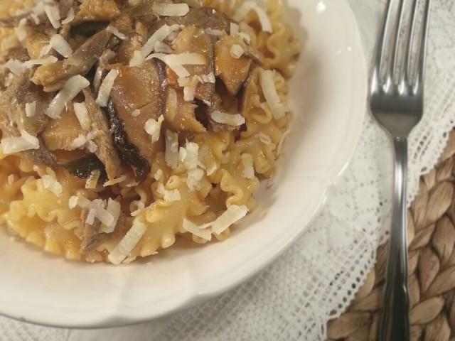 Tagliatelle al sugo di arrosto e funghi porcini