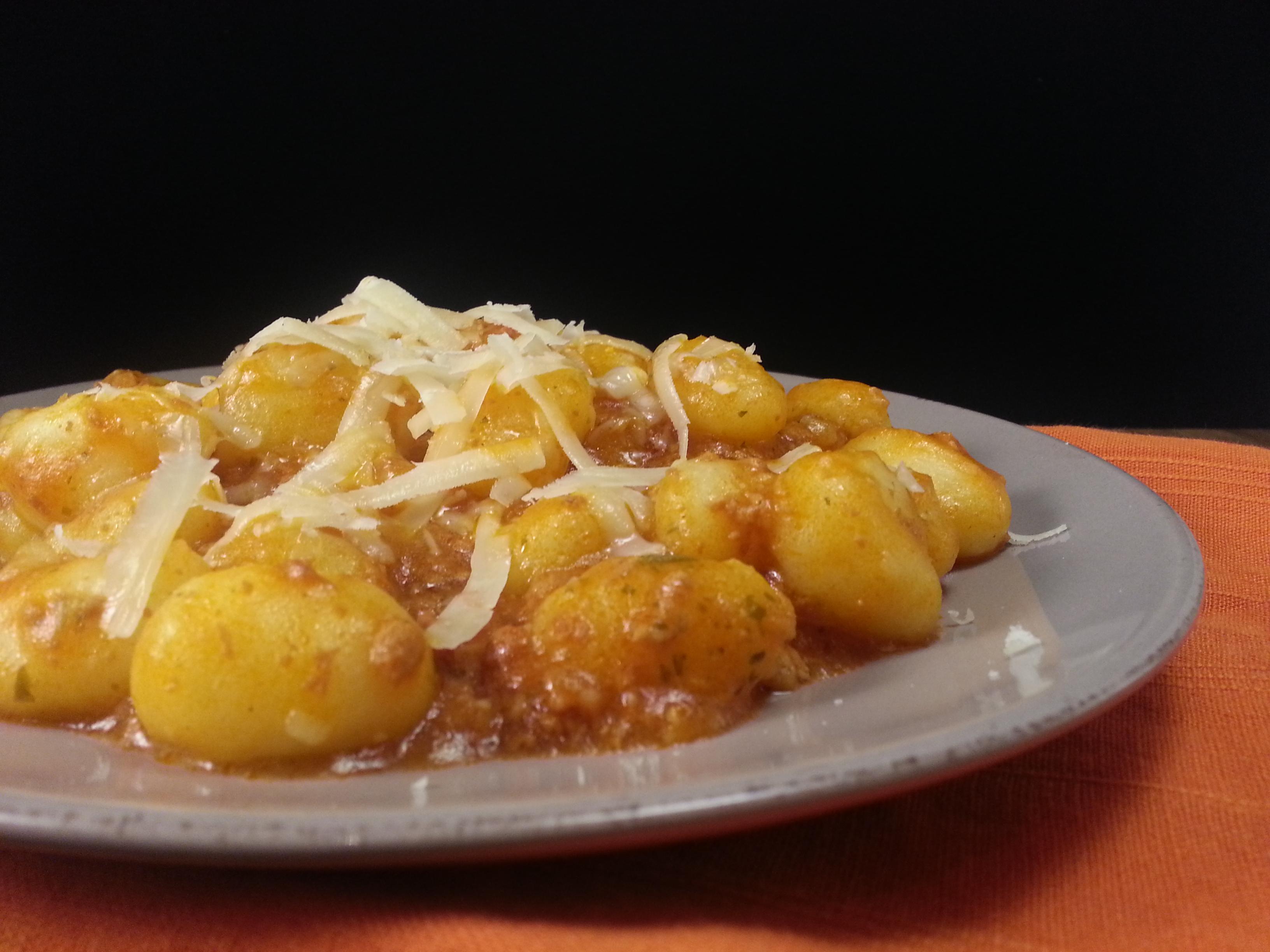 Ricetta Gnocchi Con Ricotta Salata.Gnocchi Con Salsicce Pomodoro E Ricotta Salata