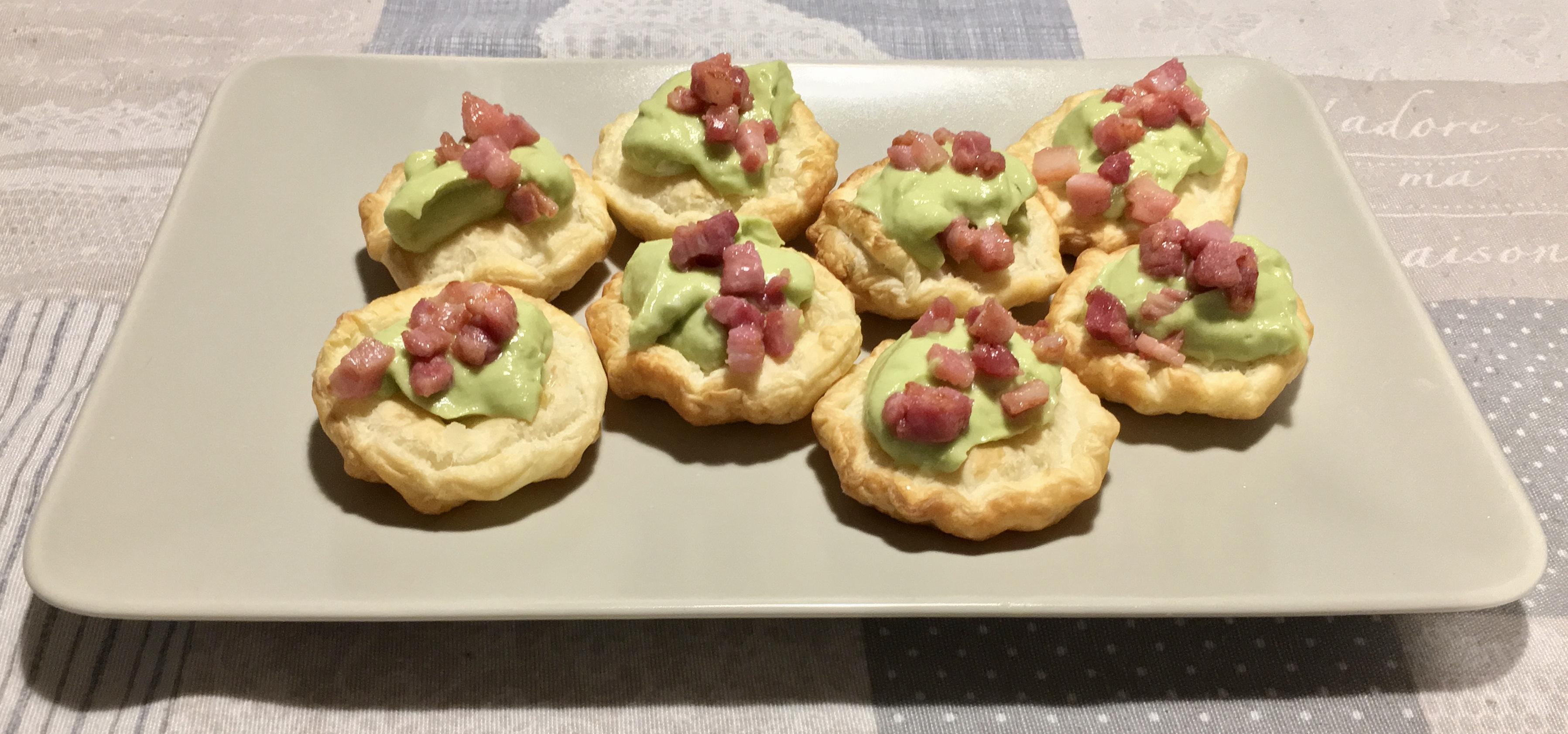 tartine mousse avocado e pancetta