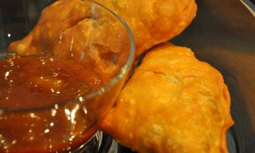 Samosa vegetariani con salsa piccante – ricetta indiana