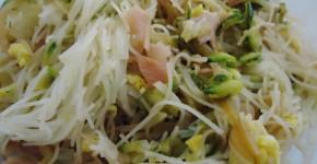 Spaghetti di riso saltati con verdure
