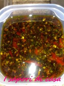 Pesto con peperoni olive e origano - ricetta vegetariana