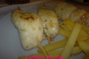Involtini di pollo ripieni con speck e taleggio