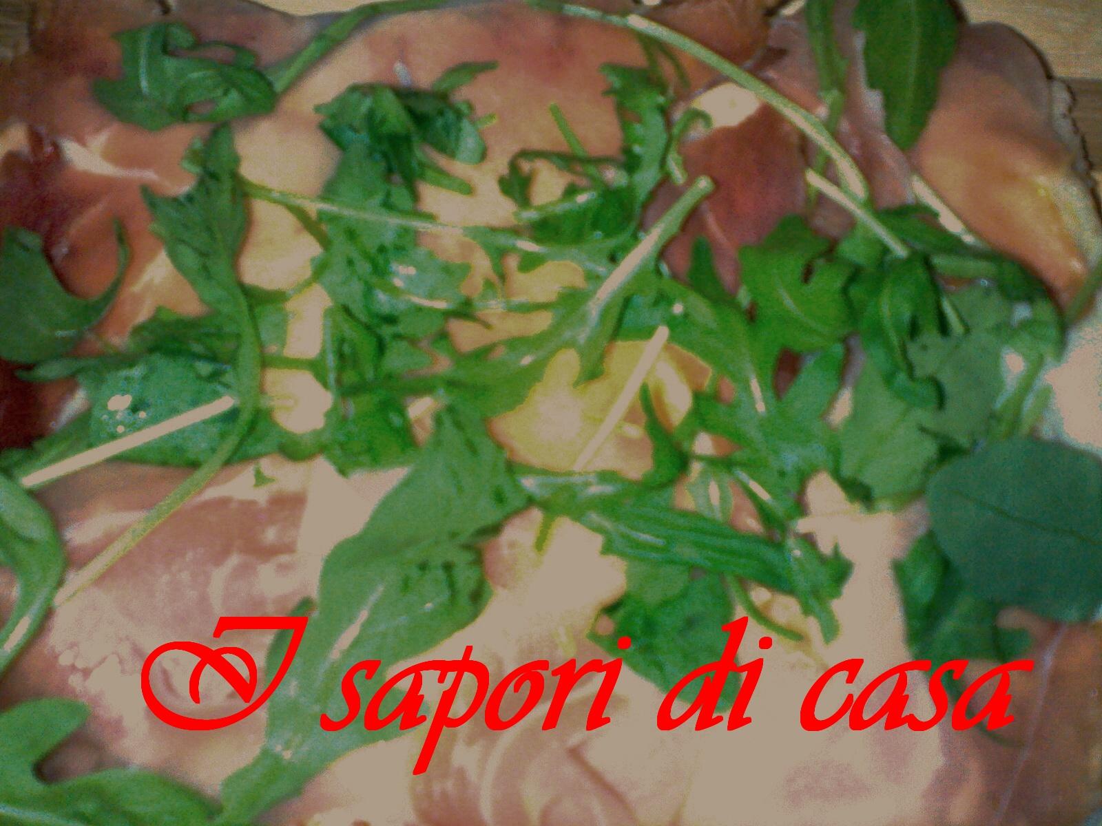 Pizza speck gorgonzola e rucola