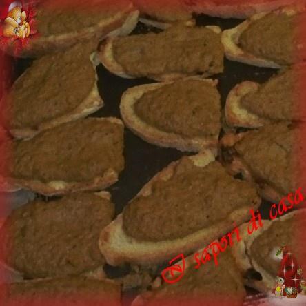 Crostini con pate di fegatini