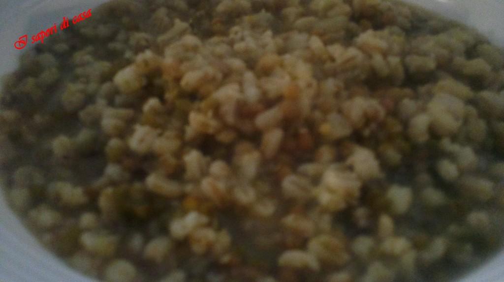 Zuppa con farro orzo e lenticchie - ricetta invernale