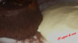 25122011105 e 300x168 Tortino con cuore caldo di cioccolato amaro e crema di mascarpone