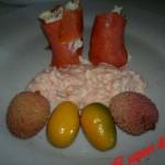 Rotolini di salmone affumicato con panna acida agli agrumi – ricetta di Natale