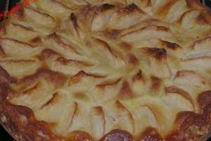 Torta di mele con gelatina alle albicocche