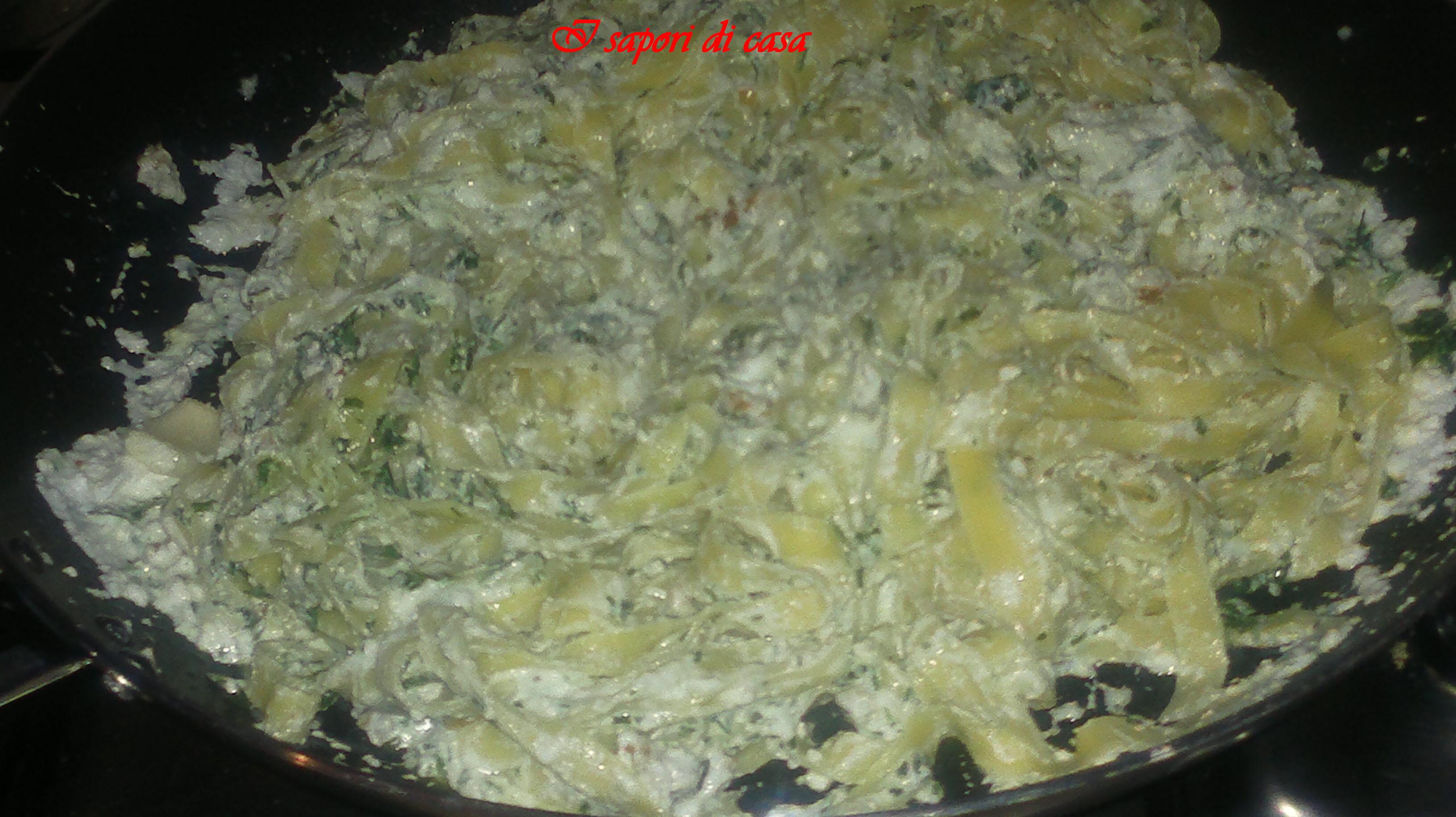 Fettuccine ricotta noci e rucola - primo piatto gustoso