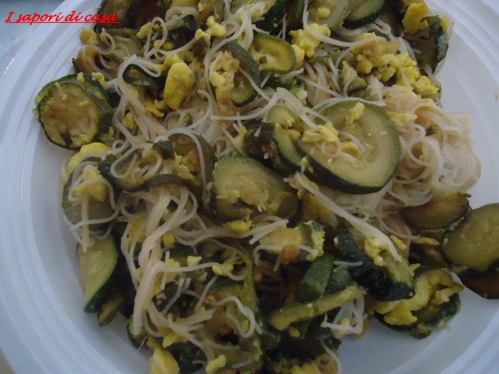 DSC00694 1024x768 Spaghetti di riso con zucchine trifolate e frittatine