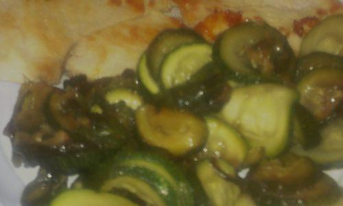 Pollo marinato al limone con zucchine trifolate