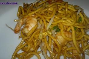 Noodles con code di gambero e julienne di verdurine