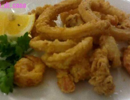 Mix di frittura di pesce leggera e croccante
