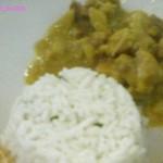 Bocconcini di pollo al curry con tortino di riso basmati al coriandolo