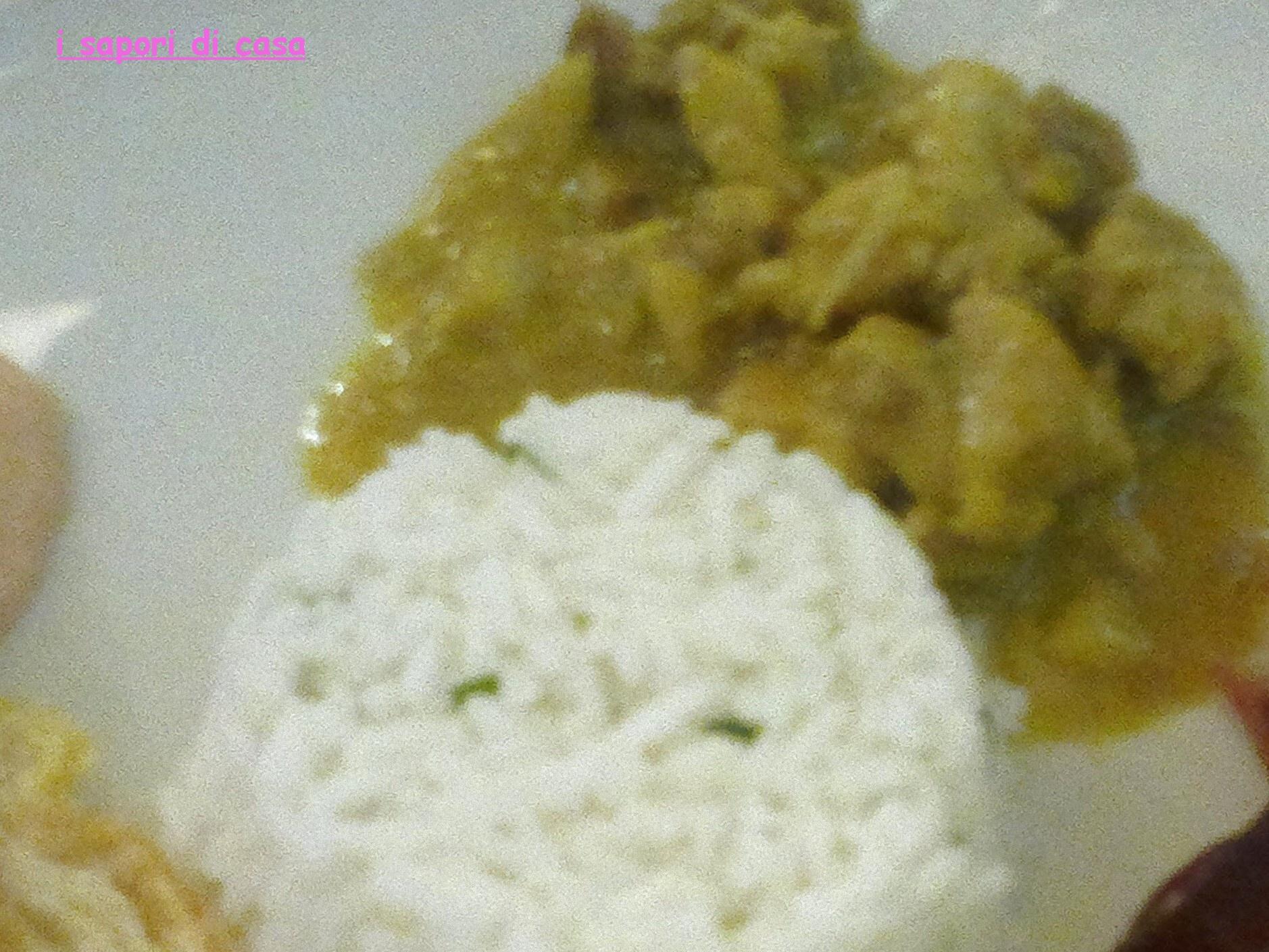 bocconcini di pollo al curry con tortino di rismo basmati al coriandolo