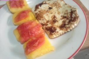 Formaggio alla griglia con crostini di polenta
