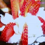 Coppa gigante con macedonia alle fragole e gelato