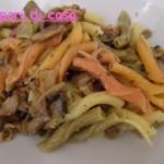 Garganelli tricolore con crema di funghi e prosciutto crudo