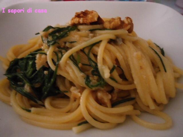 spaghetti con agretti e crema di noci