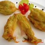 Fiori di zucchina ripieni di asiago e prosciutto cotto