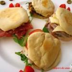 Mini panini arabi con formaggio e salumi
