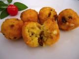 Crocchette di riso allo zafferano e funghi con cuore filante