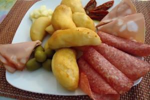 Pinzini ferraresi con affettati e formaggi misti