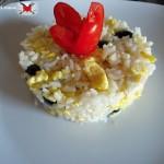 riso freddo con frittatine mozzarella e olive nere