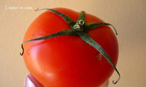 Senza pancia con il frullato di pomodoro e origano