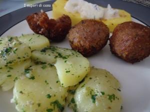 Polpette di carne e fontina con contorno di patate lesse