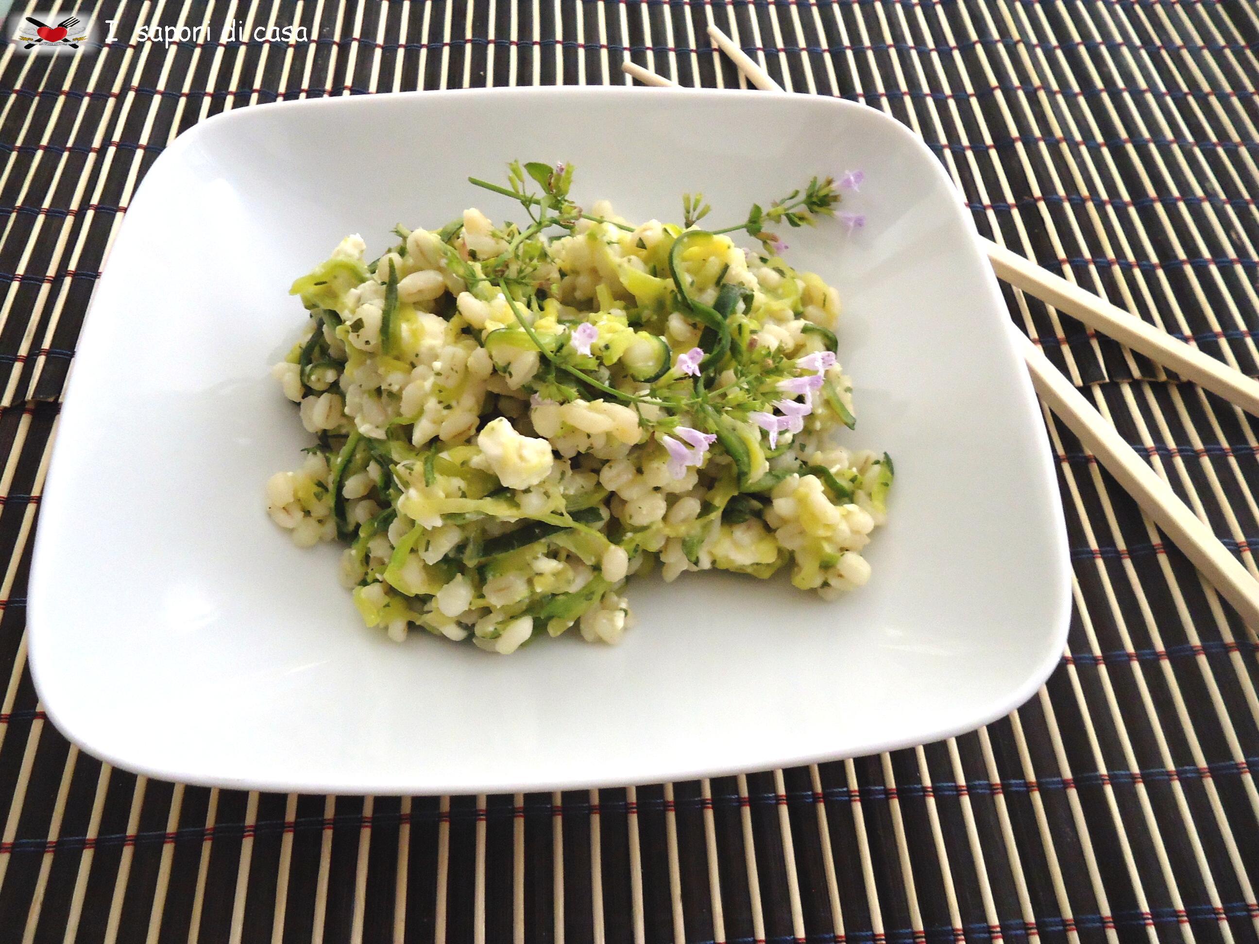 Orzotto con julienne di zucchine