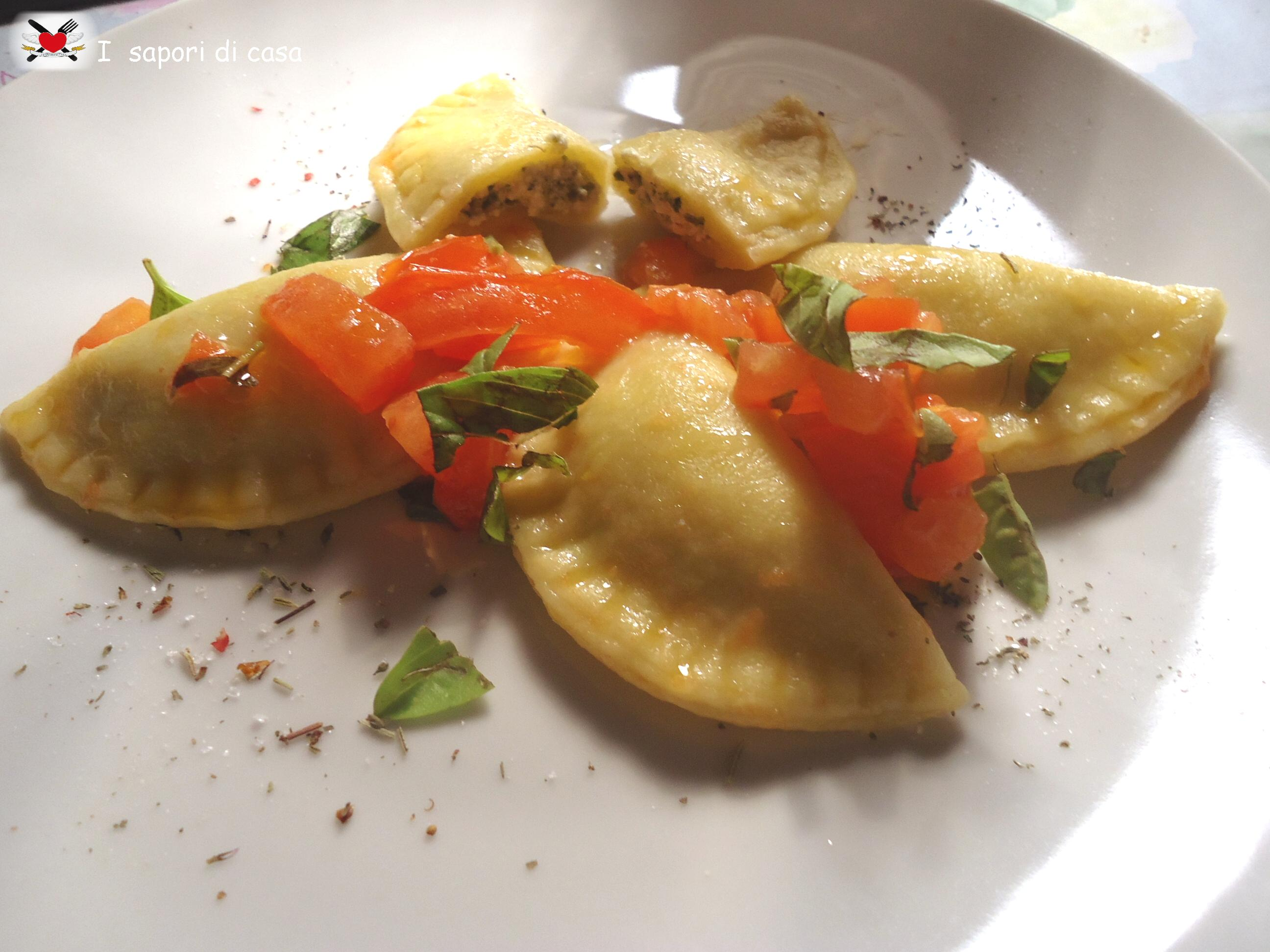 Ravioli ripieni di pesto al basilico e ricotta