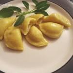 Ravioli ripieni con crema di gorgonzola e noci