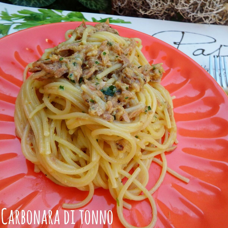 Spaghetti alla carbonara di tonno - Ricetta facile e veloce