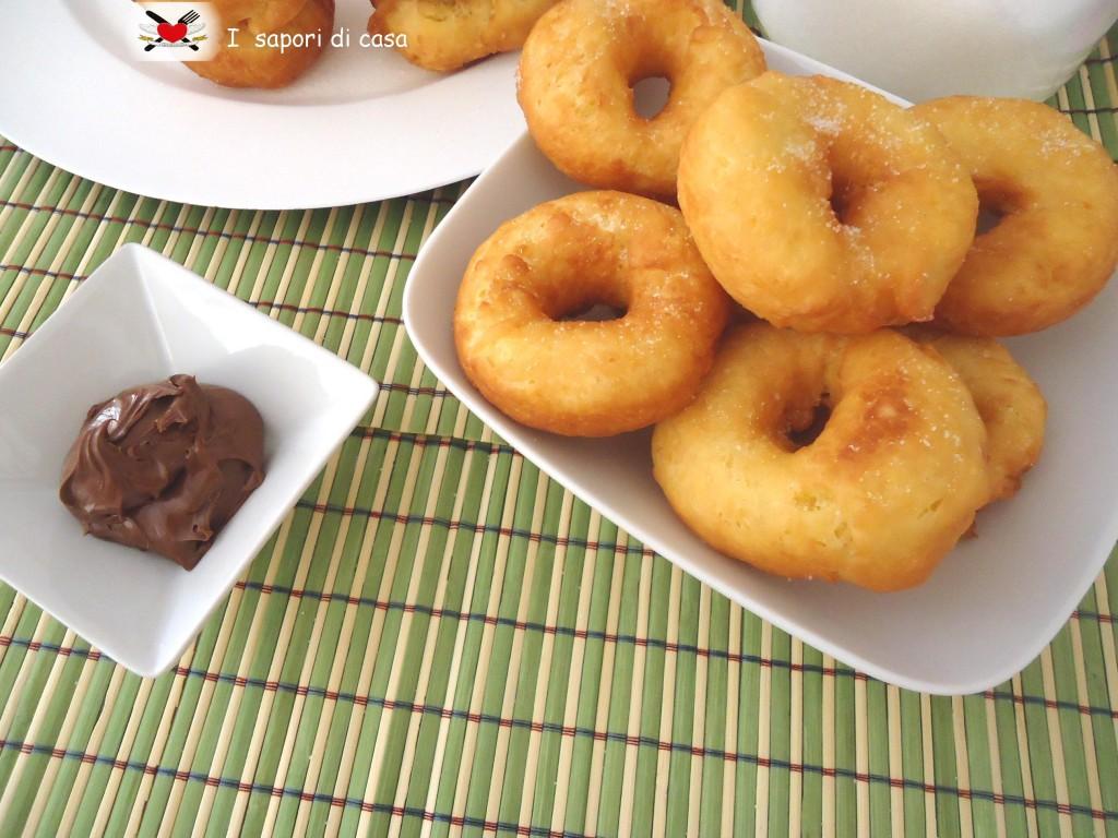 Ciambelline dolci morbide fritte