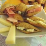 Friciule salate con affettati misti e formaggi