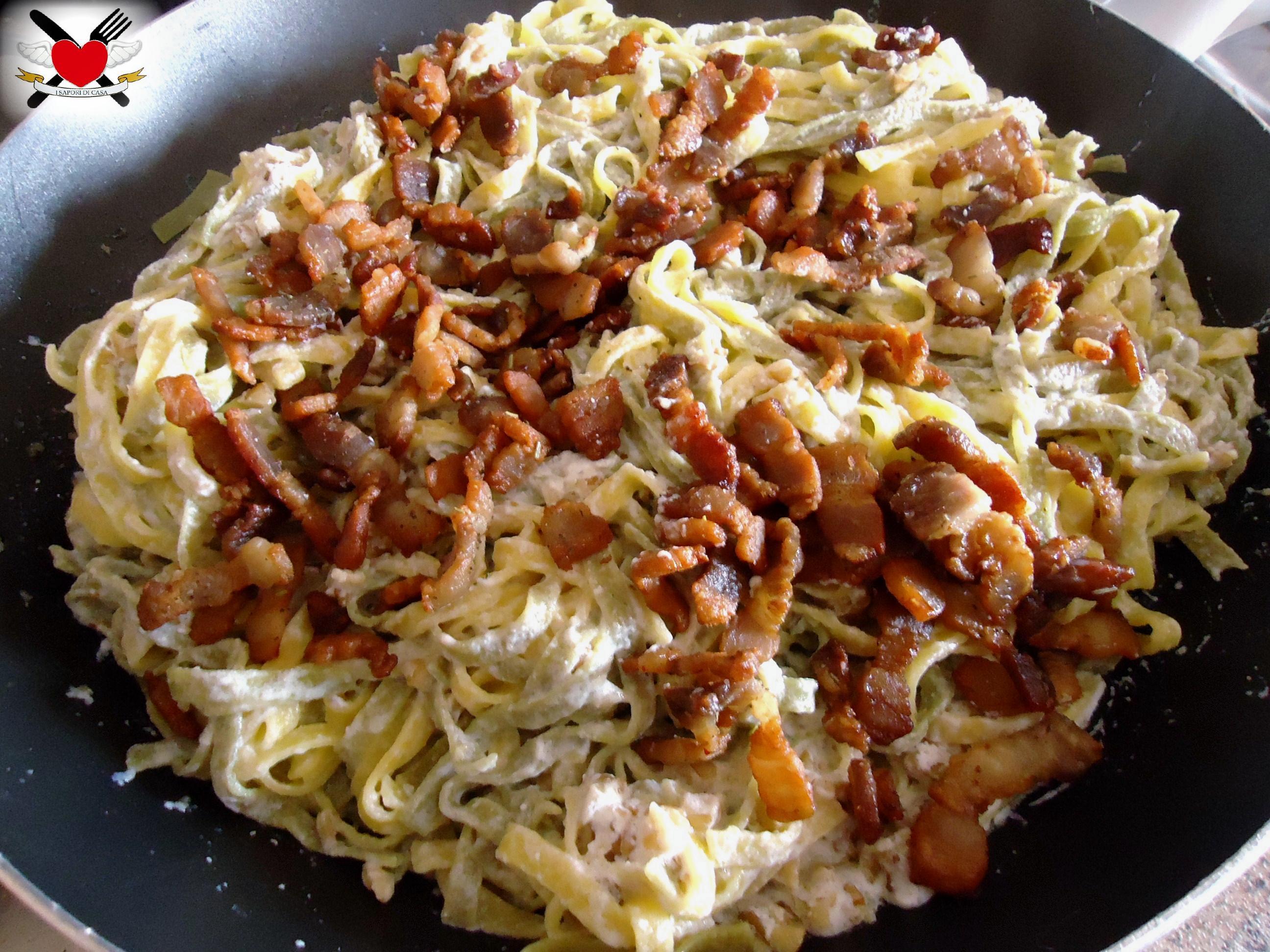 Paglia e fieno con ricotta noci e pancetta croccante