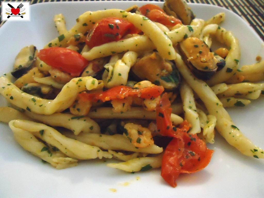 Strozzapreti con cozze e gamberetti - ricetta per la Vigilia
