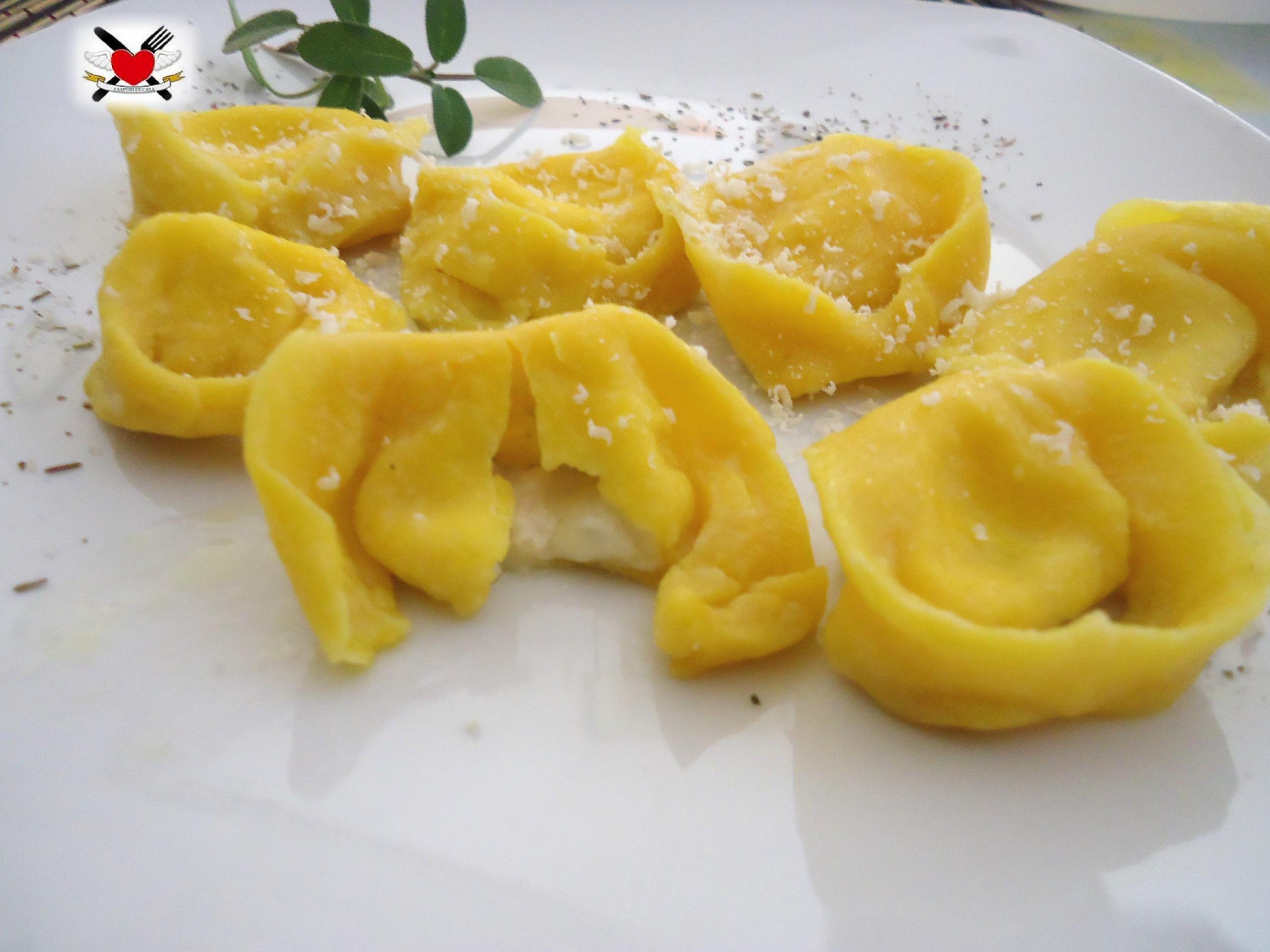 Tortelli ai quattro formaggi con burro fuso e salvia