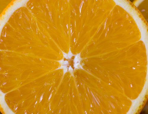 Massaggio all'arancio sciogli grassi