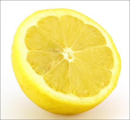 Sgonfiare la pancia con il succo di limone