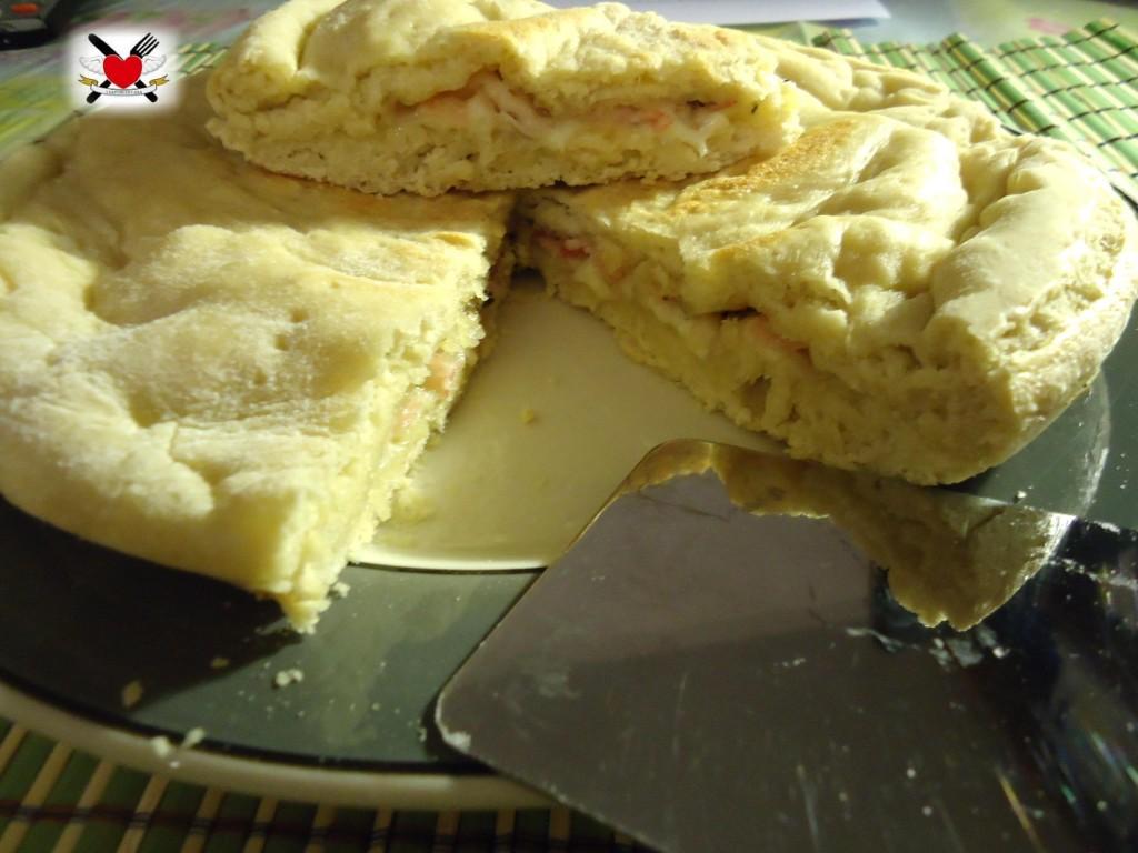 Focaccia ripiena con pancetta arrotolata e Asiago