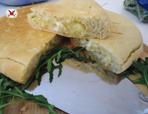 Focaccia farcita con patate gorgonzola e mascarpone