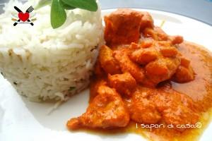Bocconcini di pollo in crema allo yogurt greco speziato – ricetta light