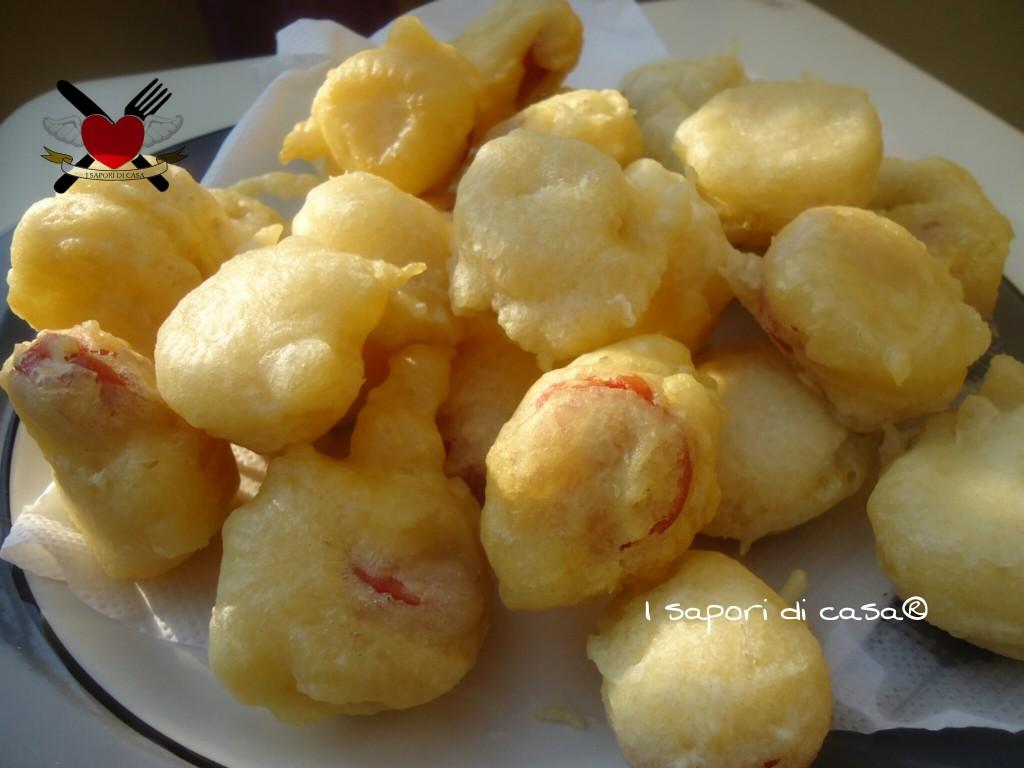 Zeppole salate ai wurstel- finger food veloce e sfizioso