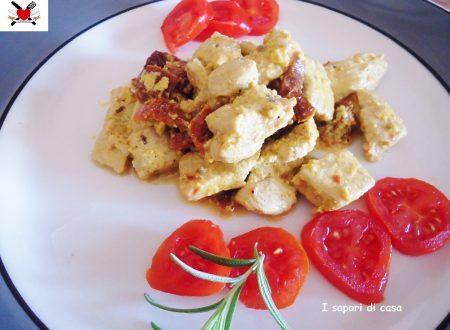 Bocconcini di tacchino con crema light al curry e pomodori secchi