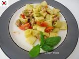 Mezze maniche spadellate con julienne di zucchine pomodorini e pancetta