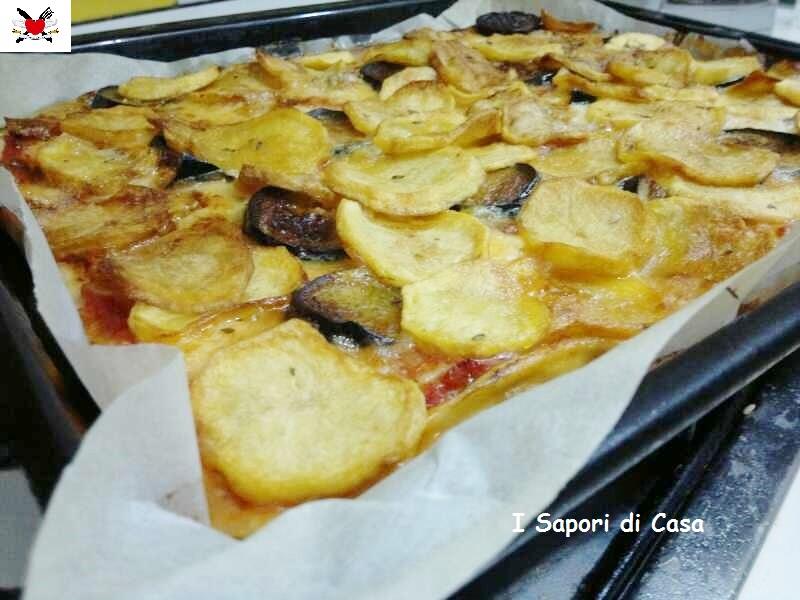 Pizza golosa -  melanzane patate peperoni e gorgonzola