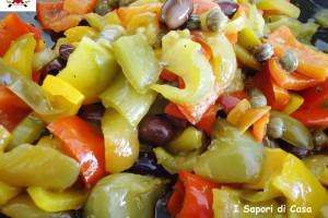 Padellata di peperoni olive taggiasche e capperi